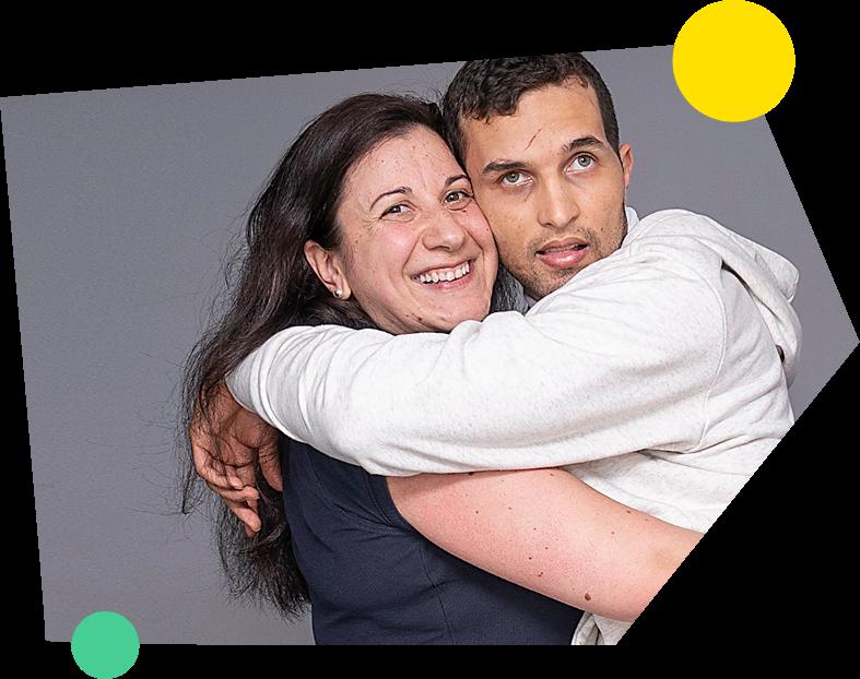 Fundacion Uner - La Doctora María Jesús Gómez abrazada a un paciente